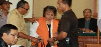 Sidang Berlangsung Ibu Kandung Engeline Melempar Kuasa Hukum Terdakwa