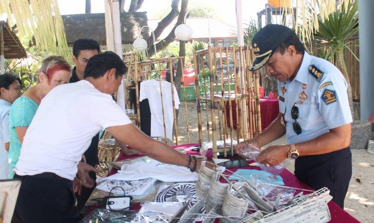 Kalapas Denpasar melayani pembeli dari Australia