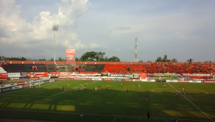 Pertandingan Bali United vs PSM Makasar di lapangan Kapten I Wayan Dipta Gianyar