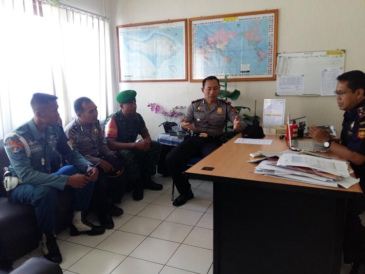 Kapolsek KP3 Benoa dengan TNI AL dan TNI AD temui Kepala Kantor Bea Cukai Benoa