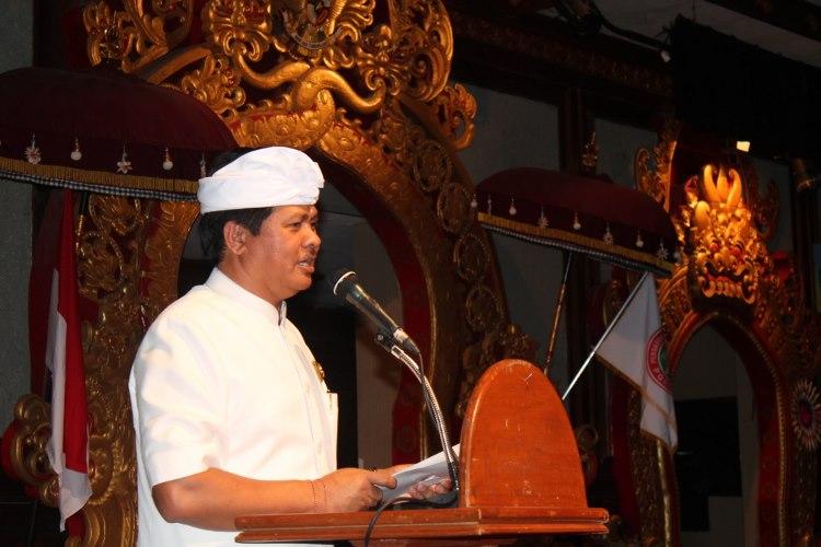Wakil Gubernur Bali I Ketut Sudikertha saat sambutannya dalam peringatan Hari Ulang Tahun PGRI ke 70 dan Hari Guru Nasional tahun 2015