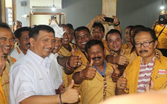 GPS saat berfoto bersama dengan kader baru Partai Hanura, foto; dokumen