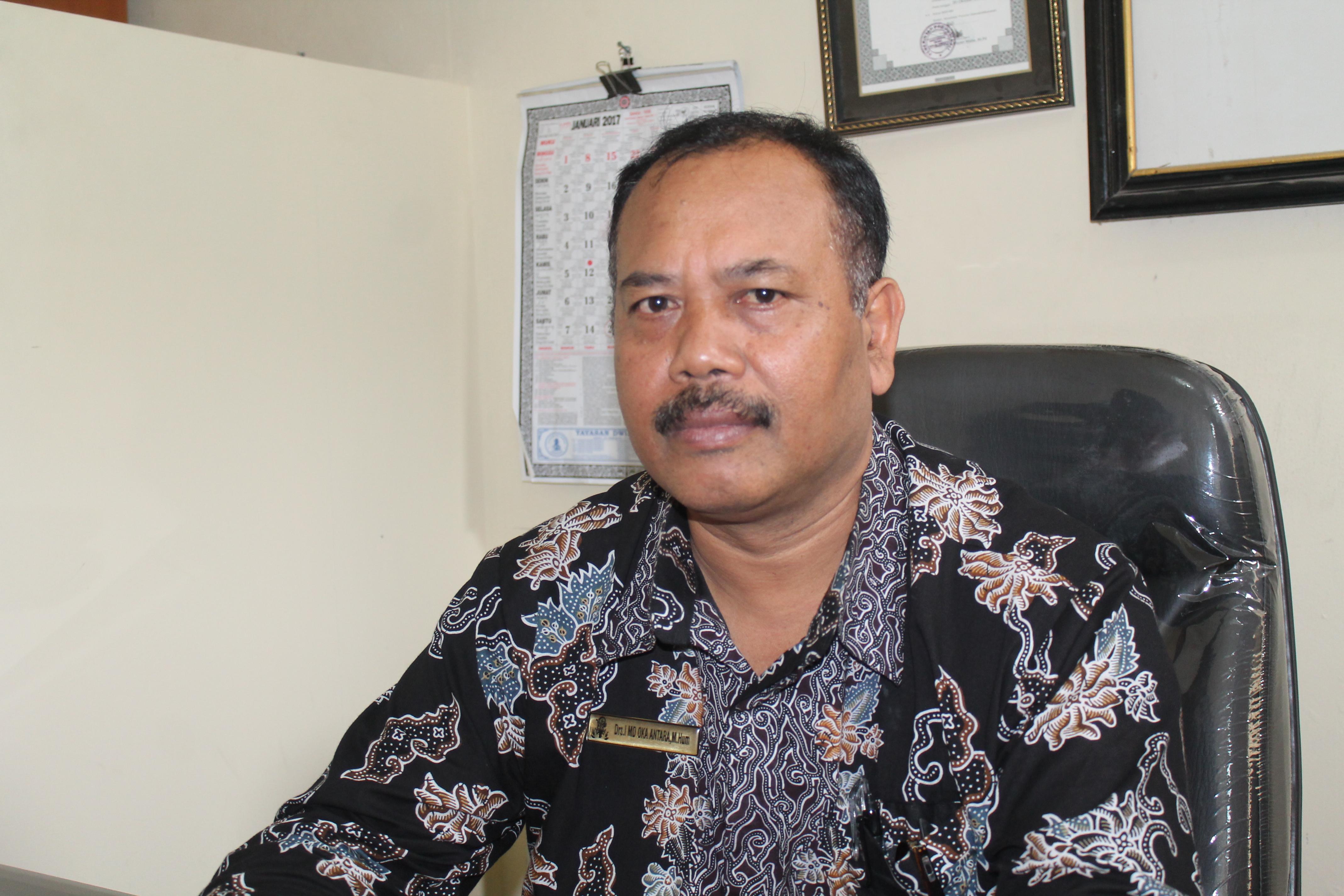 Kepala SMA Dwijendra, Drs. I Made Oka Antara, M.Hum., Foto;alt