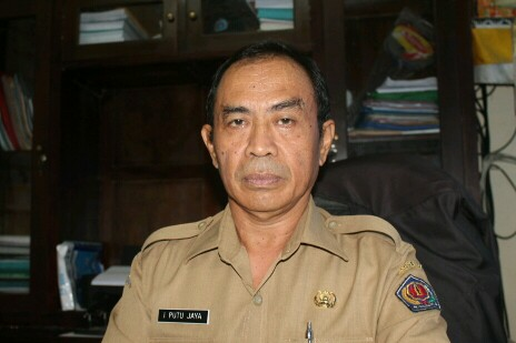 Drs. Putu Jaya, M.Psi., Kepala SMPN 11 Denpasar, foto; alt