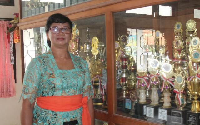 Kepala SMP Negeri 6 Denpasar, I Gusti Ayu Tirtawati, S.Pd., Foto; alt