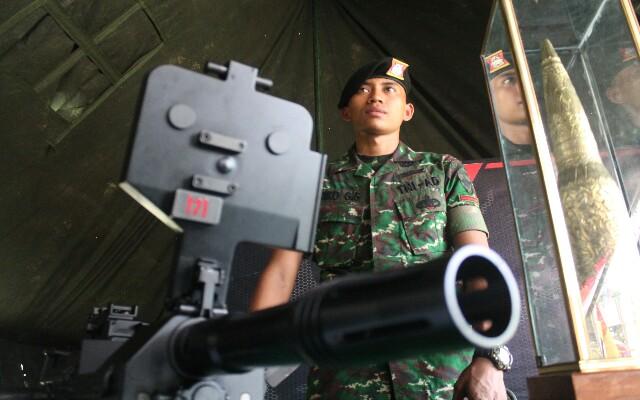 Senjata Pelontar Geranat buatan PT Pindad Indonesia yang dipamerkan TNI di lapangan Puputan Badung, foto; alt